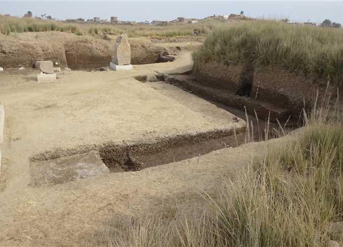 La mission espagnole découvre un ancien seuil de granit à Fayoum